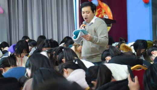 笈川幸司(おいかわ こうじ・教師)の経歴や芸人時代!妻や子供、中国で活躍のわけは?